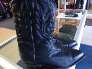 Ladies 9 1/2 cowboy boots  -  recycledgear.ca