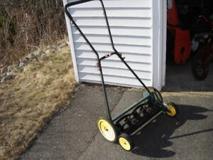 REEL TYPE LAWNMOWER