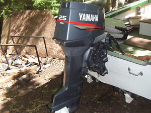 yamaha Outboard Motor 25 HP  Electric start  like NEW