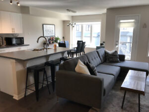 2 Bed / 1.5 Bath 3 Storey Townhome in Kanata South