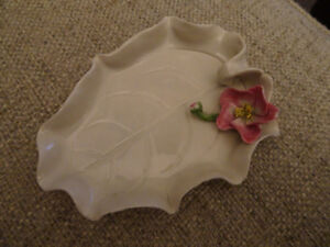 Vintage tiny trays with china flower