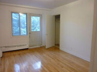 GRAND 4.5 dans COTE ST LUC. Large 2BR in Montreal.