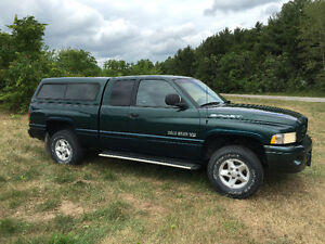 2000 Dodge Power Ram 1500 Pickup Truck 5.2 V8 (Ontario plates)