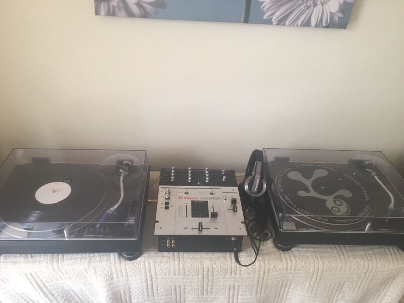 Technics Quartz Direct Drive Turntable System SL-1210MK2