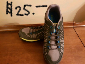 Columbia - boys running shoes - Size 5