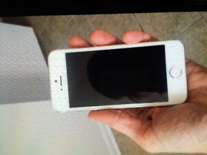Mint condition iPhone 5 with 3 cases and charger $200 obo