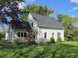 Lakefront Renovated farm house 2 acres