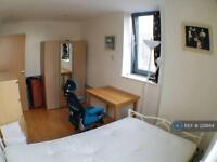 3 bedroom flat in East India Dock Road, London, E14 (3 bed)