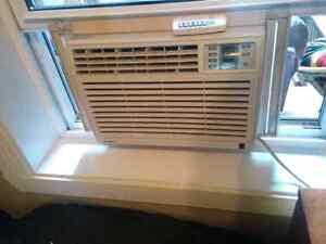 Air climatisé 5200 btu avec télécommande fonctionne très bien