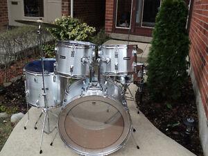 """Vintage 5 pc. Westbury (by Pearl), 24"""" bass drum, 18"""" floor tom!"""