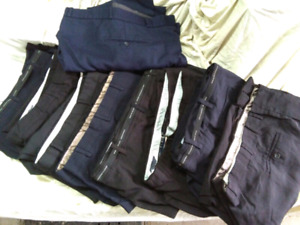 Neuf pantalons pour homme taille 56.