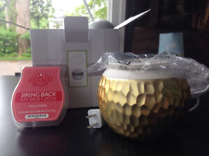 Brand new - Scentsy wax warmer and 1 bar