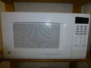 Four micro-ondes GE 2016 GE Microwave Oven