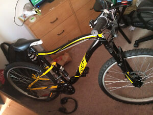 CCM MOUNTAIN BIKE FOR SALE (HARDLY USED)