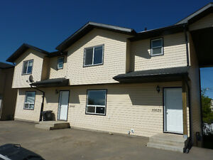 Sexsmith 3 bed townhouse, 5 appl, unfinished basement, deck