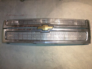 Original Grill with Summer Inserts off 2008 Chev Duramax 2500HD