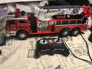 Camion de pompier téléguidé son et lumières