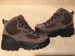 Kids Columbia Waterproof Omni Tech Winter Boots Size 5.5 London Ontario image 1