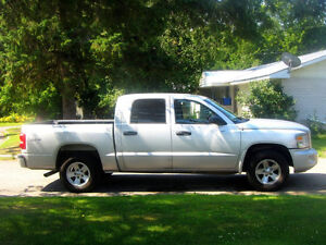 2008 Dodge Dakota Pickup Truck Crew Cab