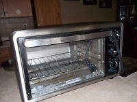Black & Decker toaster oven for sale , bought smaller one.