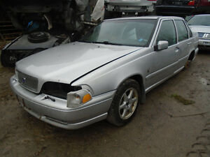We are now dismantling this Volvo V70 1999