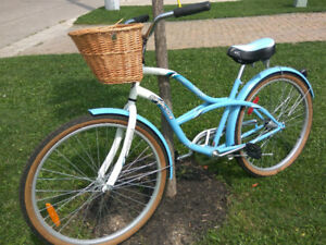 Ladies Classic Cruiser Comfort Bike, Single speed, with basket
