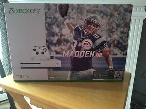 Xbox One S de 1To Ensemble Madden 17 contre Ps4