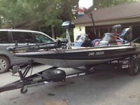 STRATOS BASS BOAT WITH 2006 EVINRUDE 175HP