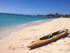 Kayaks portables dans un sac pour voyager et explorer partout