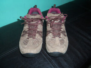 Women's Size 9 WindRiver Hiking Shoes