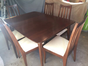 Dining room table with buffet/China cabinet London Ontario image 5