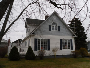 Beautiful 3 Bedroom Home on a Large lot in Botwood!
