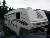 28.5 foot 2005 Prowler 5th wheel  winter Extreme Edition