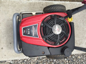 7.75 HP 175cc Briggs and Stratton virticle motor