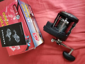 BRAND NEW IN BOX! Black Rapala Magnum II Fishing Reel with Dist