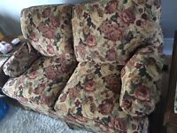 Floral love seat, excellent condition