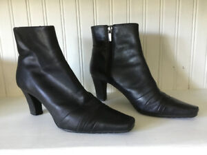 Ladies fashionable boots, excellent condition, rarely worn