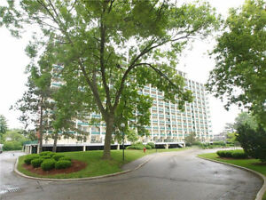 Bright & spacious 2 bedroom condo located Black Willow building