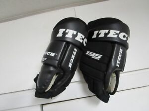 MEN'S HOCKEY GLOVES......GREAT CONDITION....