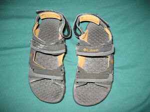 Columbia sandals YOUTH size 1.