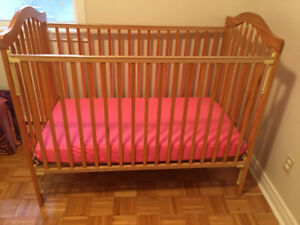 Baby/Toddler convertabile Crib & Mattress for sale