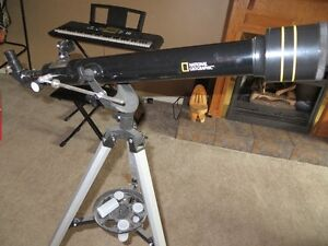 National Geographic 60mm/700mm 525X Telescope & Tripod Stand