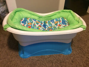 Summer infant bathtub
