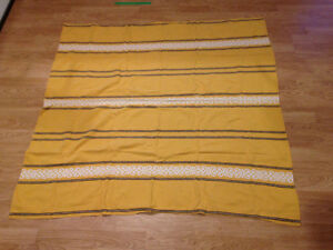 For Sale: Vintage Table cloth and napkins