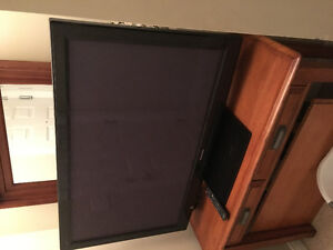 Panasonic flat screen tv 1080 p. Comes with chrome cast