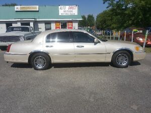 LINCOLN TOWN CAR CARTIER  *** LOADED *** SALE PRICED $3995 Peterborough Peterborough Area image 4
