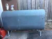 Oil tank and furnace