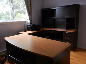 bureau d'ordinateur en 3 parties