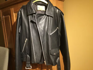 MOTOCYCLE LEATHER JACKET LARGE IN MINT CONDITION