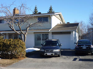 6 Bdrm at Meadowlands/Merivale for Rent, Ideal for Students